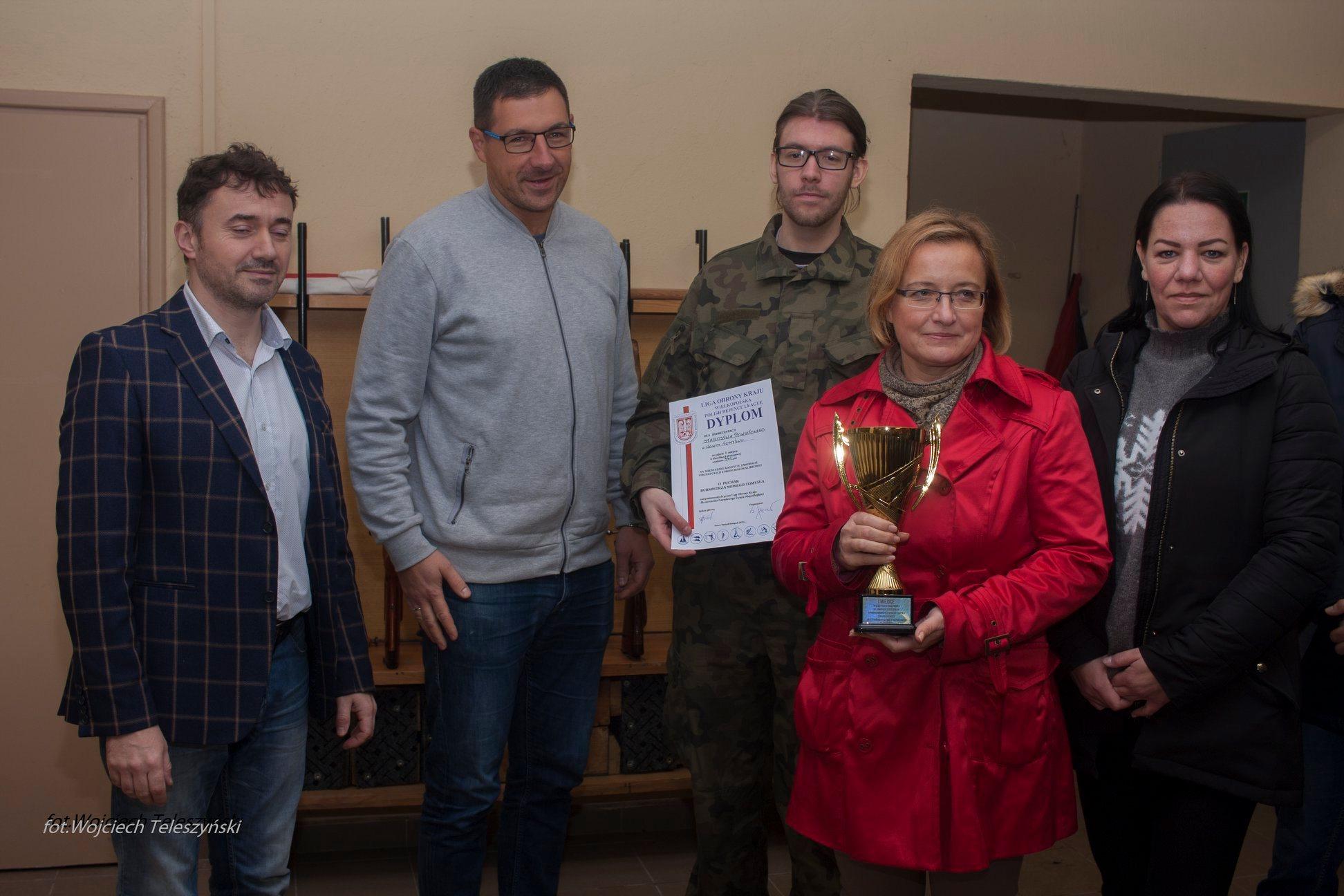 Ilustracja do informacji: Międzyzakładowe Zawody Strzeleckie z broni małokalibrowej o Puchar Burmistrza Nowego Tomyśla.